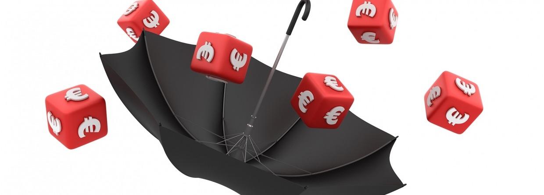 Dobbelstenen met eurotekenen vallend in een paraplu